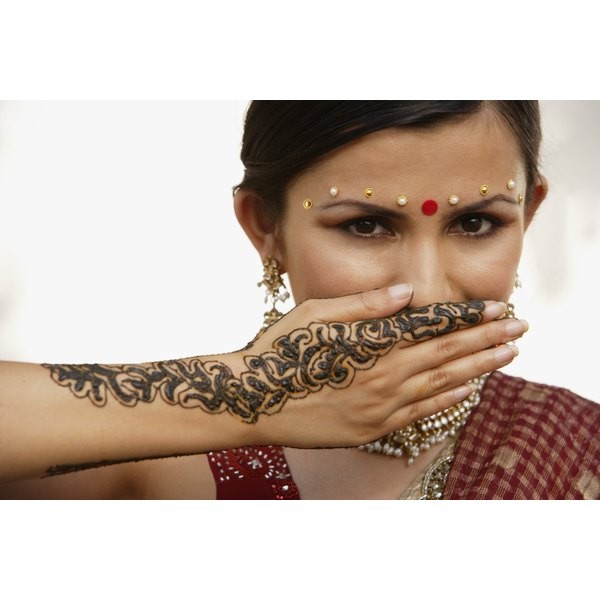 Learn about potential side effects of henna tattoos.