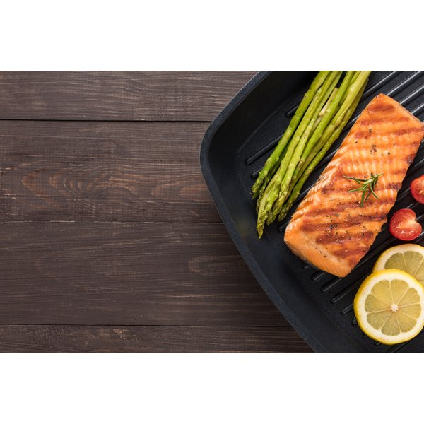 Salmon and asparagus on a grill pan