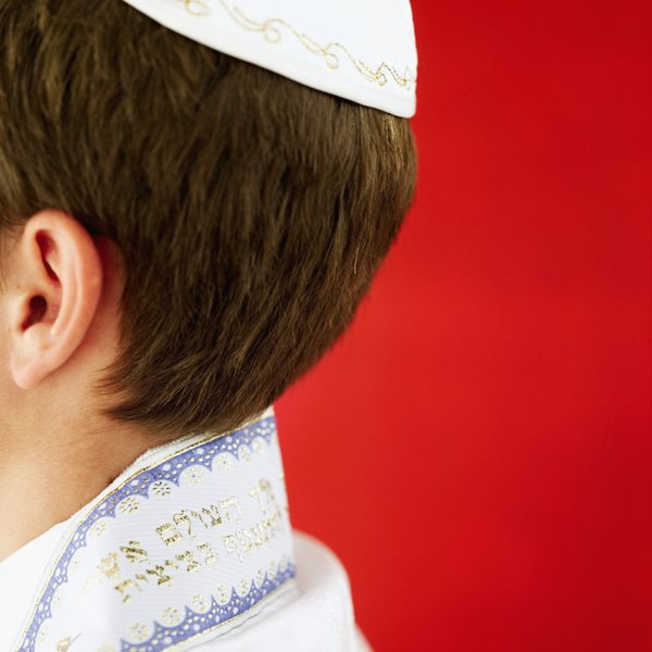 Males should wear a yarmulke for the entirety of the funeral.