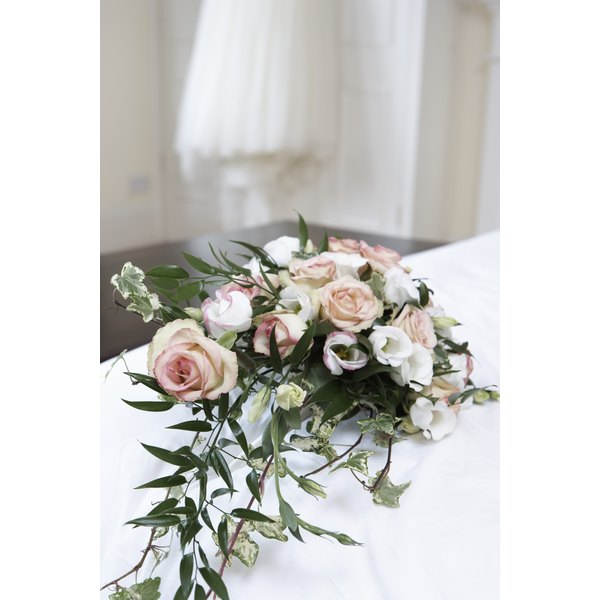 Arrange your own wedding cascade bouquet.