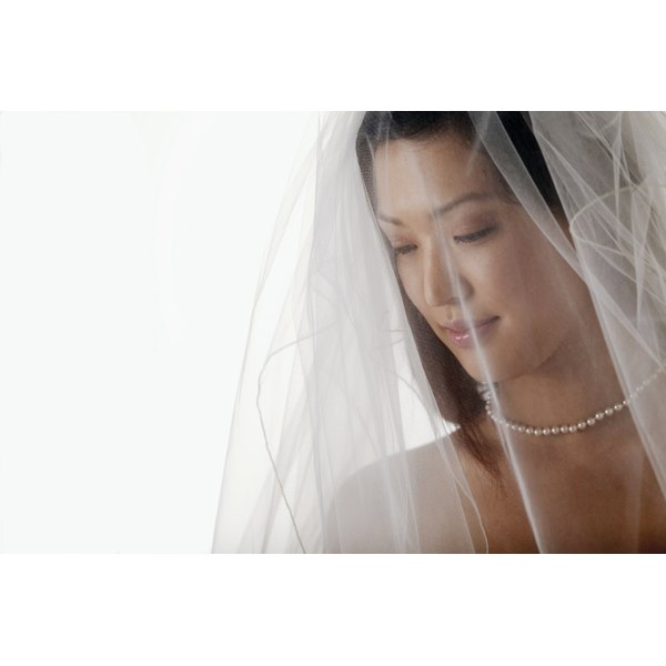 A drop veil may consist of one, two or many layers of tulle.