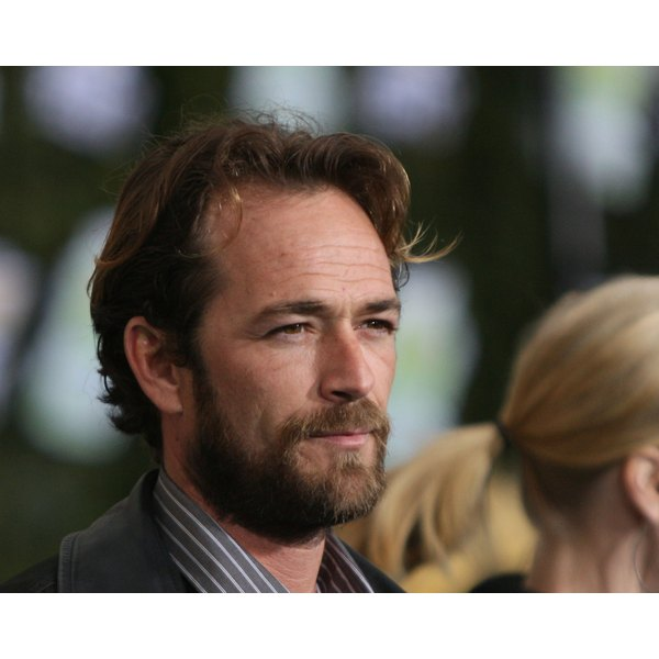 Luke Perry opens up about cancer scare.
