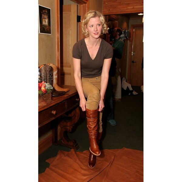 Actress Gretchen Mol tries on a pair of polished Frye boots.