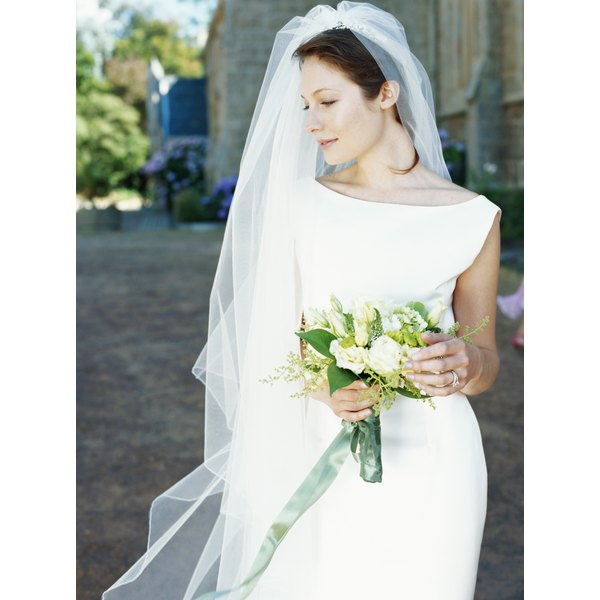 Create your own wedding veil to suit your preferences.