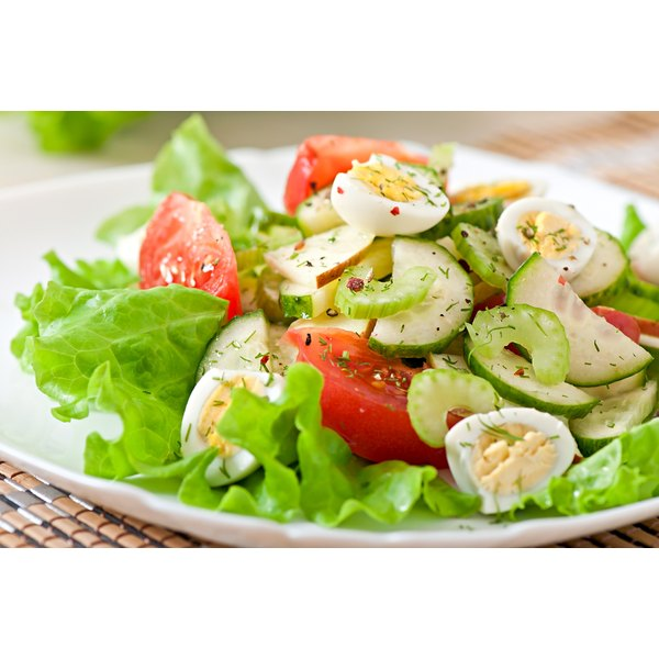 Low potassium vegetables like lettuce and cucumber are beneficial to the kidneys.