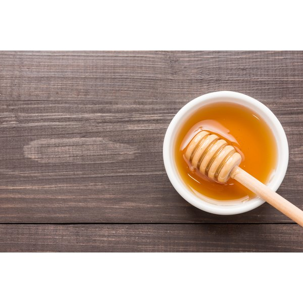 Honey in a bowl on a wood surface