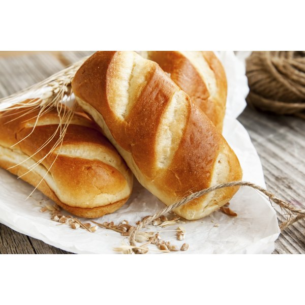 A plate with freshly baked bread loaves.