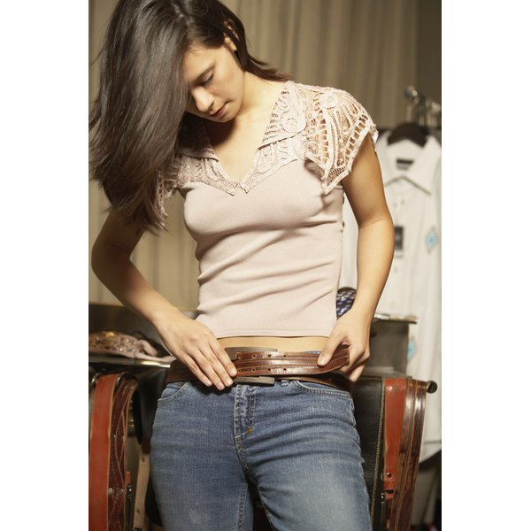 Wear drop waist belts at the hip with jeans or dresses.