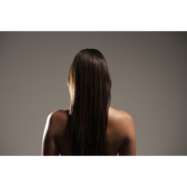 Oils, pyrithione zinc and ketoconazole, and other protein-enhancers are all common ingredients in hair growth shampoos.