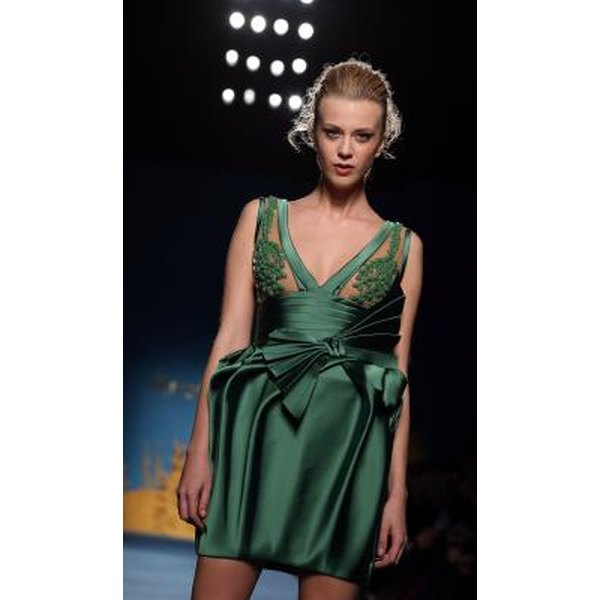 How To Makeup For An Emerald Green Dress Synonym