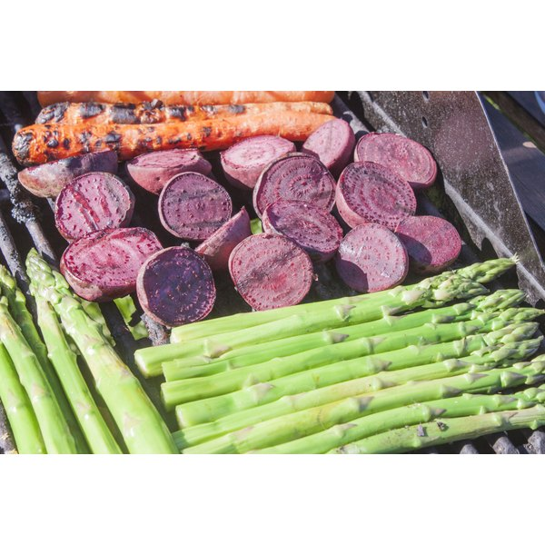 Beets, asparagus and carrots on a grill.