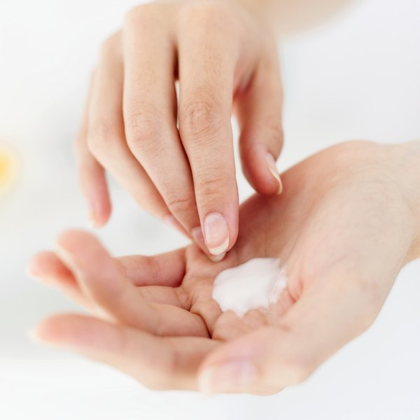 Some alcohols, proteins and plant extracts in moisturizers can cause adverse effects.