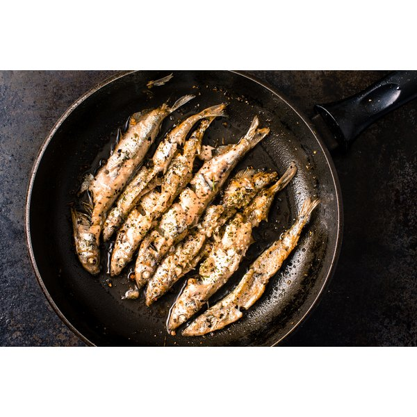 Small fish are in a frying pan.