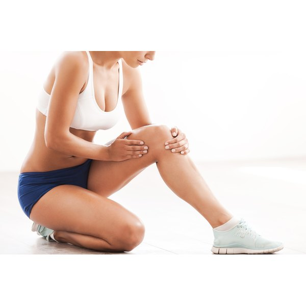 A woman is experiencing knee joint pain.