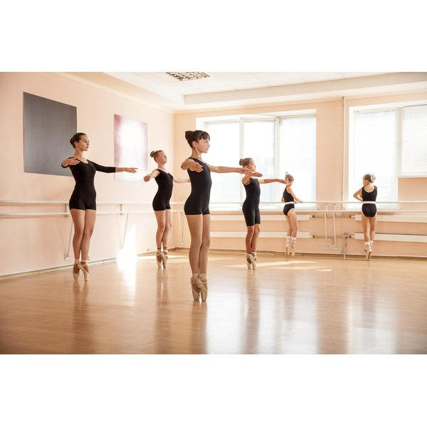 Teenagers in a ballet class.