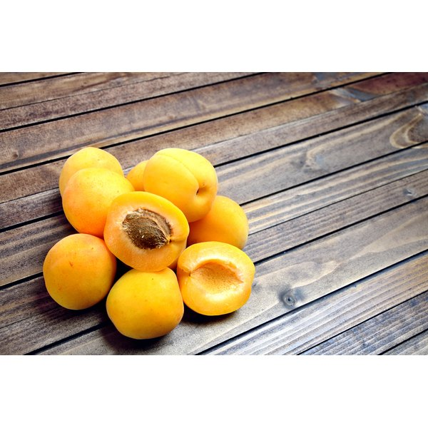 A pile of apricots.
