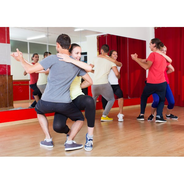 A group of people are in dance class.