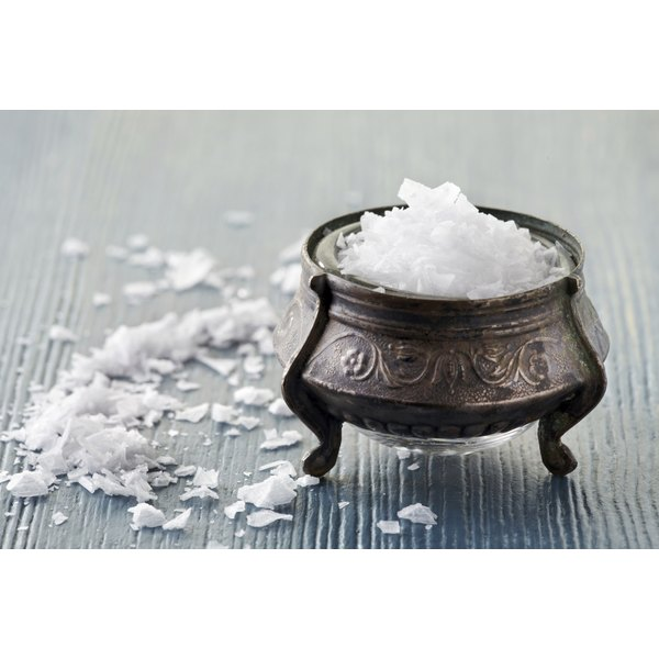 Sea salt cleanse proponents recommend you use non-iodized organic salt.