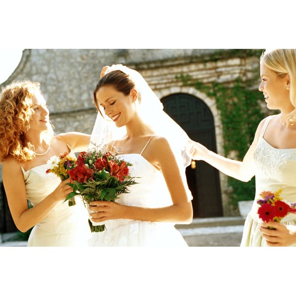 What Gift Does The Maid Of Honor Give The Bride Our Everyday Life
