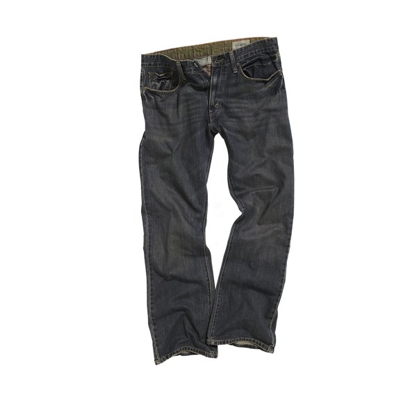 Wrinkled jeans are worn by both men and women.