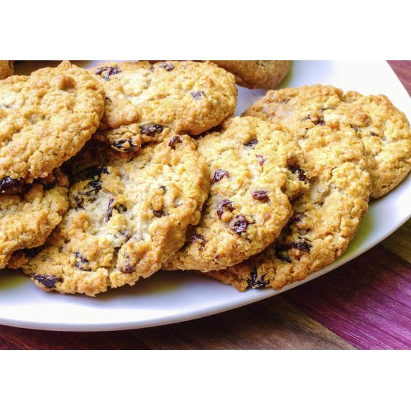A plate of oatmeal raisin cookies.