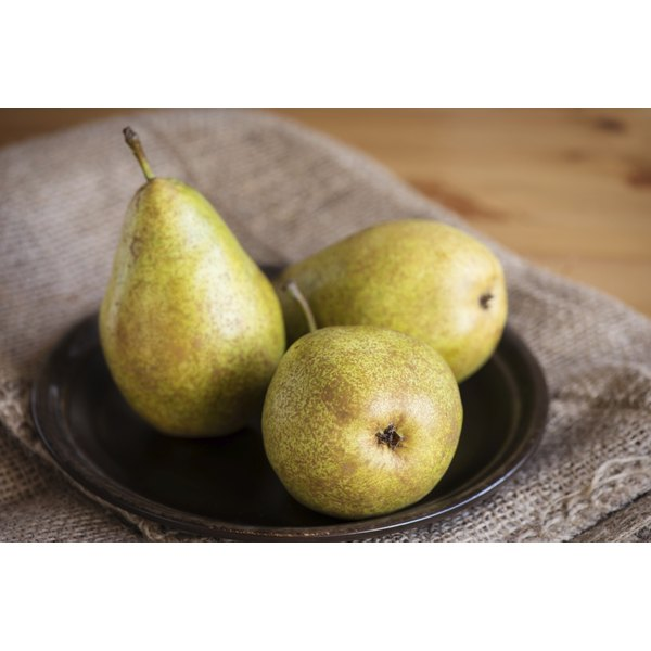 A plate of pears.