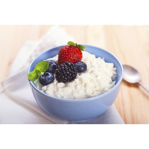 Small bowl of cottage cheese.