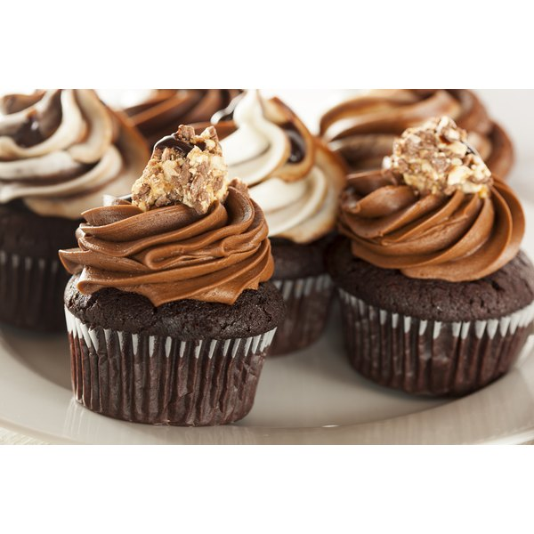 A plate of cupcakes.