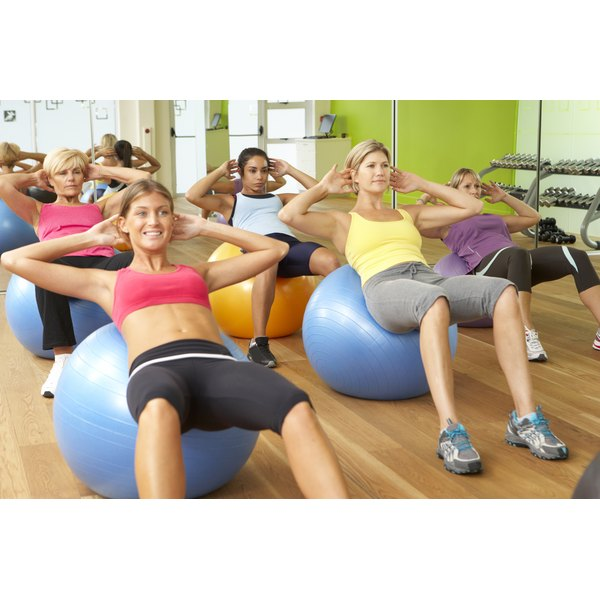 Women are training their core in a class.