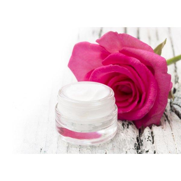 Rose moisturizing cream for dry skin.