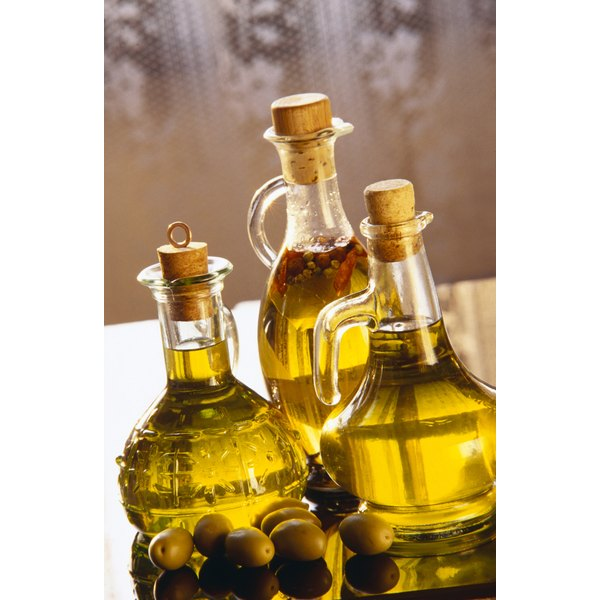 Vegetable oils contain small amounts of saturated fat.