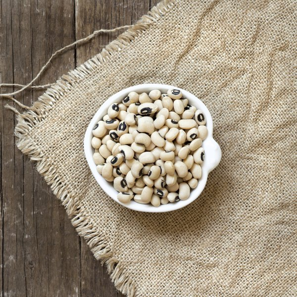 A small dish of black-eyed peas.