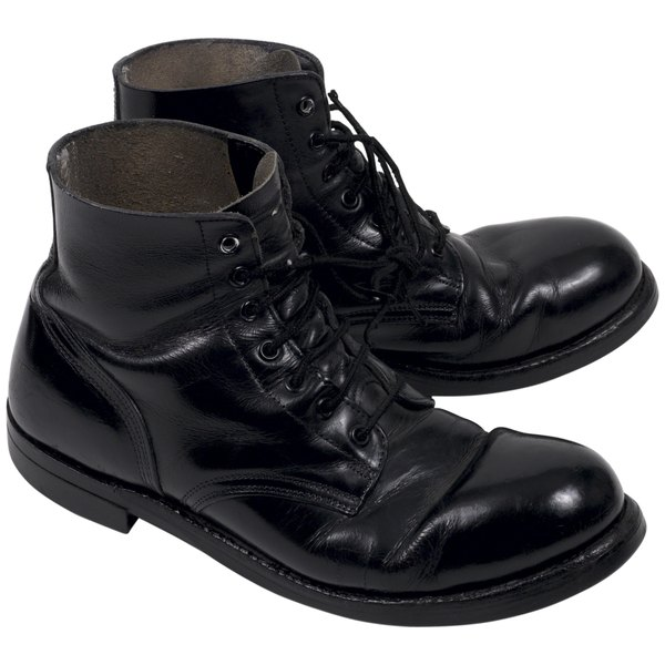 Make Boots Shine With A High Quality Shoe Polish