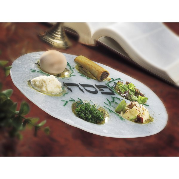 Include all the pieces of a Seder without the lengthy explanations.
