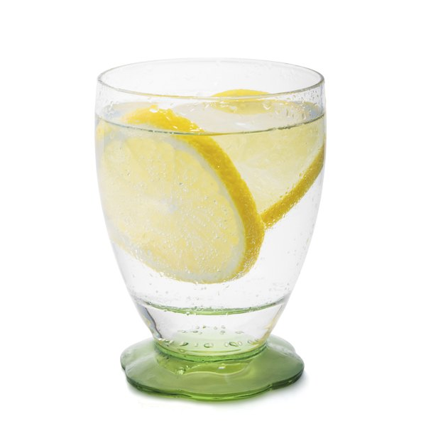 Lemon in hot water is a good way to meet your daily water needs.