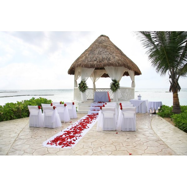 Set up your wedding ceremony on the beach in Mexico.