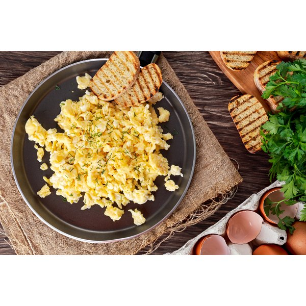 how to make scrambled eggs with 4 eggs