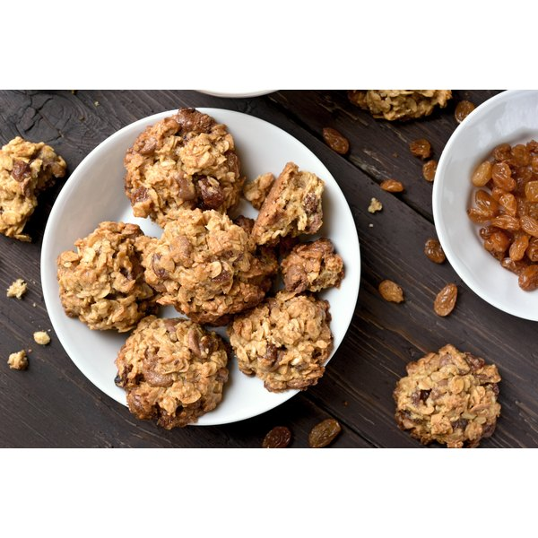 How to Substitute Applesauce for Butter in Oatmeal Cookies