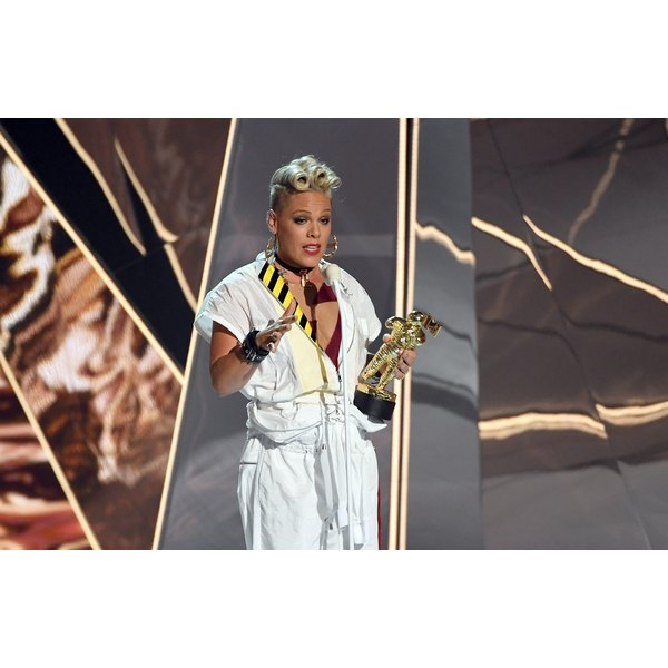 Pink shared her 6-year-old daughter's concerns about body image at the VMAs on Sunday after accepting her award.