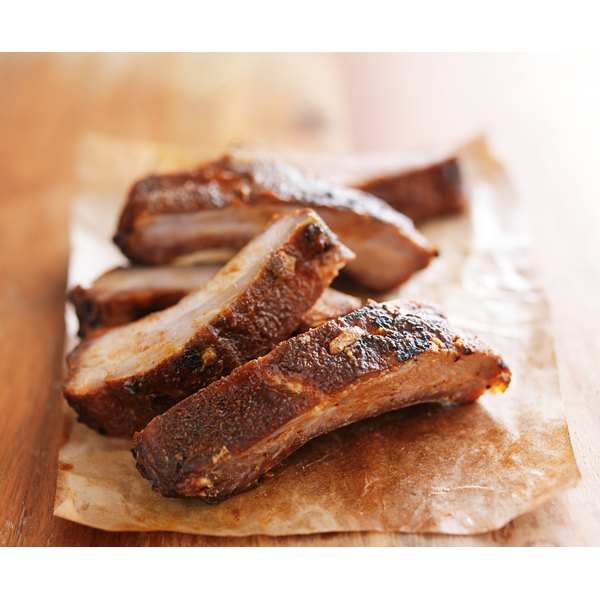 How to Cook Spareribs in the Oven With a Dry Rub