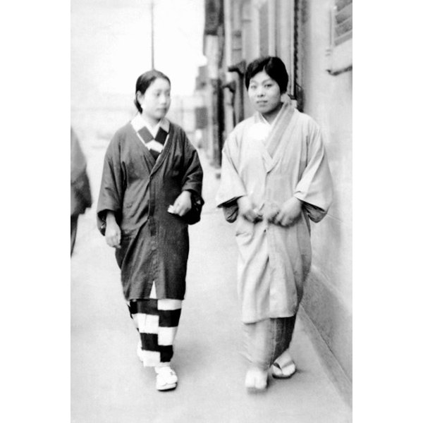 Kimonos are traditional garments for both Japenese men and women.