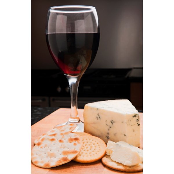 Avoid combining yohimbe with food and drink such as red wine and cheese.