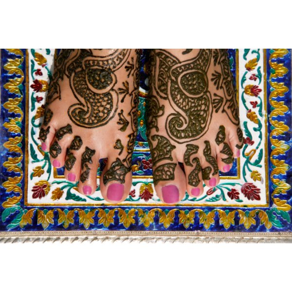 Save henna paste left over from mehndi tattoos by freezing it.