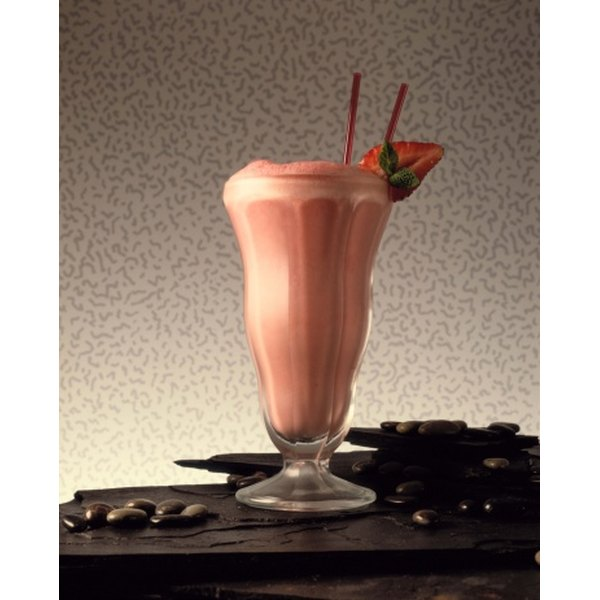 Breakfast shakes with oatmeal and fruits provide a combination of whole grains and carbohydrates.