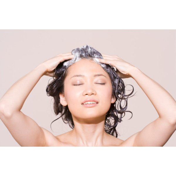 Cleanse oily hair with baking soda.
