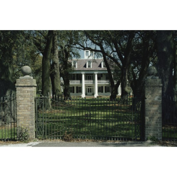An example of a southern plantation -- a beautiful place for a wedding reception.