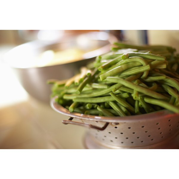 Can green beans with vinegar when using the hot bath method.