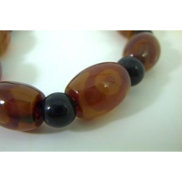 It just takes a little patience and practice to learn to make agate jewelry.