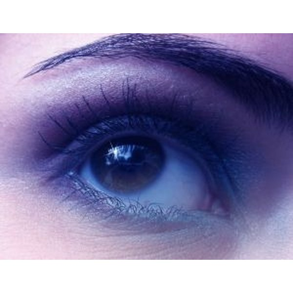 Thinned eyebrow
