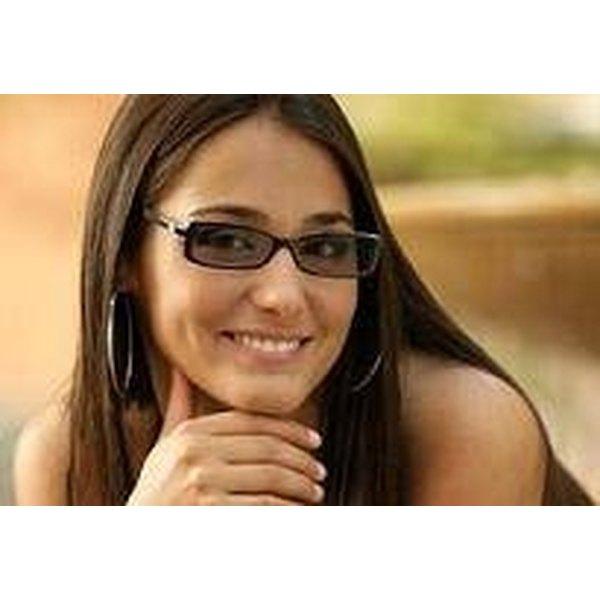 How Self-Darkening Eye Glasses Work